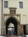Vstupní brána s pernštějnskou pověstí